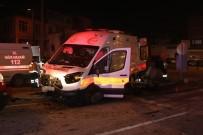 AMBULANS ŞOFÖRÜ - Ambulansın Da Karıştığı Kazada 5 Kişi Yaralandı