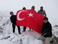 AVRUPA PARLAMENTOSU - Dalgalandırdıkları Türk Bayrağı İle Yunan Vekil Lagos'u Kınadılar