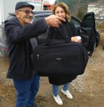 BELEDİYE ÇALIŞANI - İçerisi Altın Dolu Çantayı Yanlışlıkla Çöpe Attı