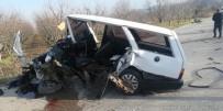 İki Otomobil Kafa Kafaya Çarpıştı Açıklaması 1'İ Ağır 4 Yaralı