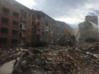 26 EYLÜL - İstanbul'daki Depremde Hasar Gören Binaların Yıkımına Başlandı