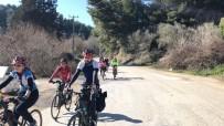 EVCİL HAYVAN - Kuşadalı Bisikletçiler, Bu Defa Barınaktaki Hayvanlar İçin Pedal Çevirdi