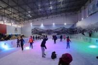 ANADOLU LİSESİ - Mardin'de Öğrenciler Yarı Yıl Tatilinde Buz Pistine Akın Etti