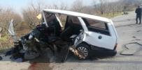 Otomobil Paramparça Oldu Açıklaması 1'İ Ağır 4 Yaralı