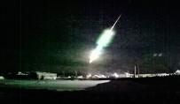 GÖKYÜZÜ - Rusya'da Meteor Roket Şeklinde Düştü