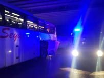 YOLCU OTOBÜSÜ - Yolcu Otobüsü Kaza Yaptı Açıklaması 9 Yaralı