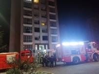 YAVUZ SULTAN SELİM - 10 Katlı Binada Çıkan Yangın Vatandaşları Sokağa Döktü