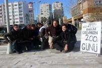 TOPLU İŞ SÖZLEŞMESİ - Grevin 200'Üncü Gününde Birbirlerini Zincirle Bağladılar