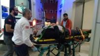 İPEKYOLU - Hafif Ticari Araçla Otomobil Çarpıştı Açıklaması 3 Yaralı