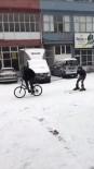 Karla Kaplanan Yolda Kayak Takımları İle Kayak Yaptı