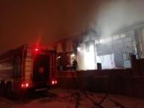 MOBİLYA - Kayseri'de Alev Alan Fabrika Kullanılamaz Hale Geldi