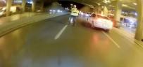 (Özel) İstanbul'da Trafikte Terör Estiren Motosikletli, Polisin Üzerine Sürüp Kaçtı