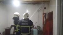 YAVUZ SULTAN SELİM - Sobadan Sıçrayan Kıvılcım Evin Hasır Tavanını Tutuşturdu