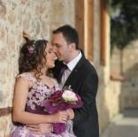 BEYİN KANAMASI - Yeni Evli Çiftin Geçirdiği Kazada Ağır Yaralanan Gelin Yaşam Savaşını Kaybetti