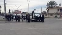MİMAR SİNAN - Otobüs Öğrenci Servisine Çarptı Açıklaması 5 Öğrenci Yaralandı