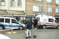 MOBİLYA - Başına 7 Mermi İsabet Alan Adam Olay Yerinde Hayatını Kaybetti