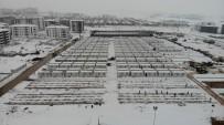 Elazığ'da Kar Altında Konteyner Kent Kurulumu Aralıksız Devam Ediyor