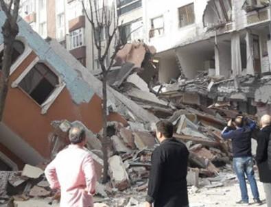 İstanbul'da 7 katlı bir bina çöktü!