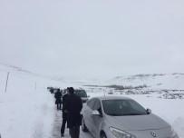 Cenaze Aracı Tipide Mahsur Kaldı
