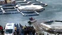 Fırat Nehri'nde Batan Teknedeki Kişiyi Arama Çalışmaları Sürüyor