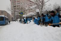 ÜLKER - VASKİ Ekipleri Tam Kadro Karla Mücadele Seferberliğinde