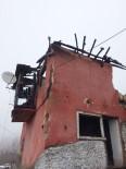 Yangında Zarar Gören Bina Yıkıldı
