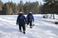 İBRAHIM YıLMAZ - Yayla Evinde 4 Gün Elektriksiz Kalan Ailenin Yardımına Kar Komandoları Koştu