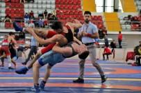 TAHA AKGÜL - Gençler Türkiye Güreş Şampiyonası, Sivas'ta Devam Ediyor