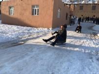 MEMİŞ İNAN - Kaymakam İnan Çocuklarla Kayak Keyfi Yaptı