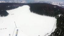 HAFTA SONU TATİLİ - Topuk Yaylası'ndaki Göletin Yüzeyi Buz Tuttu