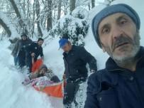 KADıOĞLU - Rize'de Hasta Adam Kar Geçit Vermeyince Ambulansa Güçlükle Taşındı