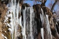 BUZ SARKITLARI - Sızır Şelalesi'nde Oluşan Buz Sarkıtları Büyüledi