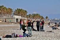 Şubat Ayında 21 Dereceyi Gören Sahile Koştu