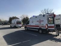 MOTOSİKLET SÜRÜCÜSÜ - Virajı Alamayan Motosiklet Ağaca Çarptı; 2 Ağır Yaralı