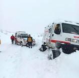 KIŞ MEVSİMİ - Yolda Kalan Paletli Ambulansı Karı Elleriyle Kazarak Çıkardılar