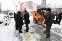 KAR TEMİZLEME - Muş Belediyesinin Karla Mücadele Mesaisi Devam Ediyor