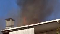CANLI YAYIN - Şişli'de Binanın Çatısı Alev Alev Yandı, Vatandaşlar Canlı Yayın Yaptı