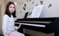 Yedi Yaşında 6 Aylık Çalışma İle Piyano Çalıyor