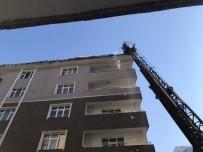 BUZ SARKITLARI - Çatılardaki Tehlike Temizleniyor