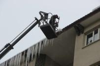 KAR TEMİZLEME - Erzurum'da Buz Kırma Timleri İş Başında