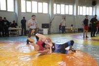 GENÇLİK VE SPOR BAKANLIĞI - Genç Güreşçilerin Mücadelesi Nefes Kesti