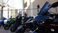 GÜVENLİK KAMERASI - İstanbul'da 2 Buçuk Milyon Değerinde Otomobil Farı Çalan Hırsızlara Operasyon