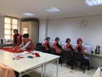 MAMAK BELEDIYESI - Mamak Belediyesi Aile Merkezleri Türk Kızılay'ı İçin Elbise Dikti
