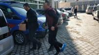 MERMİ - Polis Kaçan Aracın Lastiğine Ateş Açtı Açıklaması 1 Yaralı