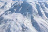 ÇIĞ ALTINDA - Çığ Bölgesi Havadan Görüntülendi