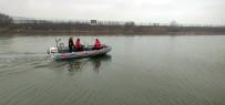 RUMELI - Karadeniz'de Kaybolan 19 Yaşındaki Balıkçıyı Arama Kurtarma Çalışmaları Devam Ediyor