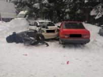 AŞIRI HIZ - Kar Motoruyla Park Halindeki İki Otomobile Çarptı Açıklaması 2 Yaralı