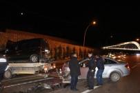 DİREKSİYON - Otomobil Hafif Ticari Araçla Çarpıştı Açıklaması 4 Yaralı