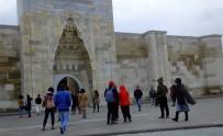 AVRUPALı - Sultanhanı Kervansarayı'na Uzakdoğulu Turistlerden Yoğun İlgi