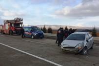 DİREKSİYON - Takla Atan Otomobildeki Bebek Ve Annesi Yaralandı